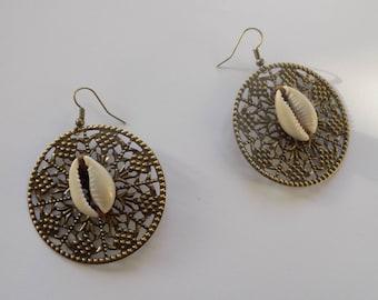 Earring bronze cowrie engraving