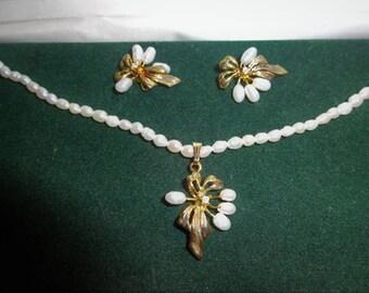 Collier & Boucles d'oreilles en perles d'eau douce ***Livraison gratuite au Canada** Free shipping in Canada**