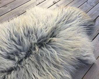 Real natural Sheepskin rug supersoft rugged throw from Norwegian norse breed medium locke length sheep skin white grey gray 18072
