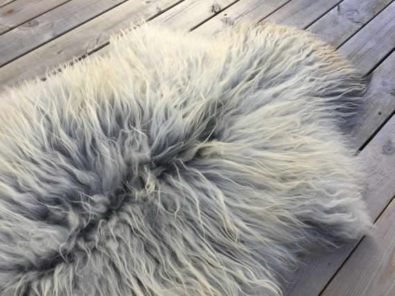 Real natural Sheepskin rug supersoft rugged throw from Norwegian norse breed medium locke length sheep skin white grey gray 18072