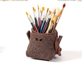ON SALE Brown felt desk organizer bin, accessories gift for office, felt pen and brush organizer, felt storage bin, felt pen & brush holder