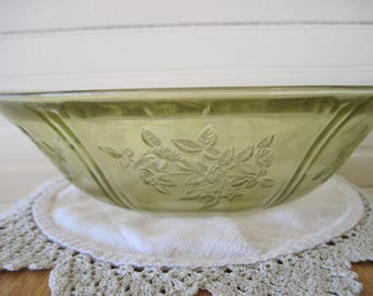 Federal Glass Berry Bowl-Sharon - Item #1397