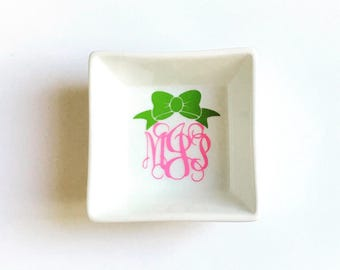 Personalized Monogram with a Bow Petite Square Ring Dish, Monogram Ring Dish, Personalized Ring Dish, Monogram Jewelry, Monogram Bow,