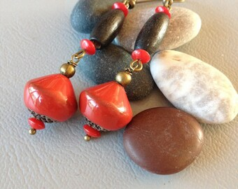 Bohemian and rustic earrings, red, coral and wood, creating Leamorphoses
