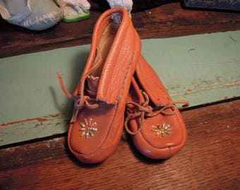 Vintage Leather Moccasins / Child's Leather Moccasins / Brown Leather Moccasins