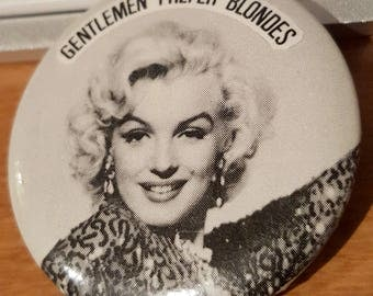 "1983 Marylin Monroe ""Gentlemen prefer blondes"" 1-3/8in button"