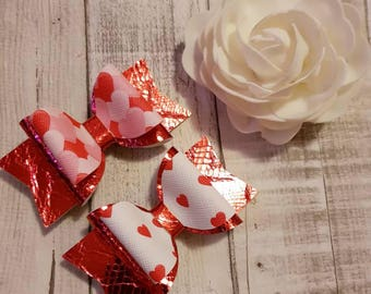 Red heart Hairbows, children's large bows, hairbows, girls hair bows,  hair accessories, hair clips, baby bows, hair accessories, gift idea.