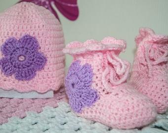 BOX baby gift newborn hat and matching booties