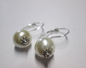 Stud Earrings with an ivory satin Pearl