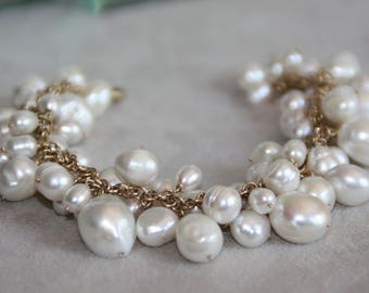 White Pearl Bracelet in 14K Gold filled. White Freshwater pearls. Cluster Bracelet. Gold Bracelet. Handmade Bracelet. Pearl Bridal jewelry.