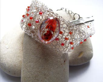 Metal bracelet crocheted and red and white beads