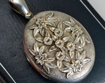 Victorian LARGE Antique Solid SILVER Ornate Chased FLOWERS Locket / Pendant