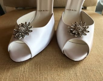10/ White Silk Bridal Pumps/ Bridal Shoes / Off White / Peep Toe / Pumps / Silk / Wedding /  10 / Gorgeous / With Rhinestone Star