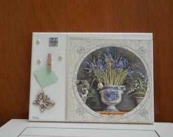 Tableau rétro, iris dans un pot ancien