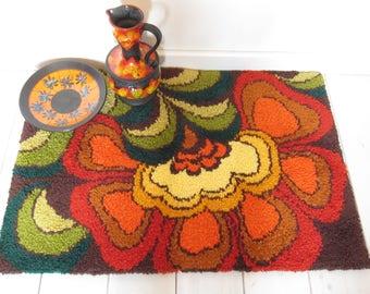 Stunning retro rug of Smyrna 70 's wool