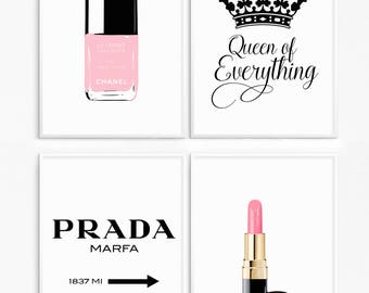 70% off. Fashion bundle poster. Lipstick pink. Vernis pink. Marfa sign. Gossip girl. Decoration for girls. Queen of everything