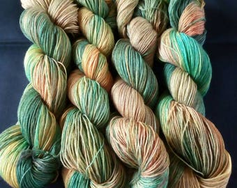 "Noble, hand-dyed knitted yarn merino/silk blend ""forest"""