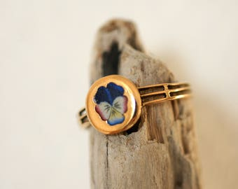 Rose gold ring with an enameled pansy flower - 19th century / / / Rose gold ring with an enameled pansy flower - 19th century
