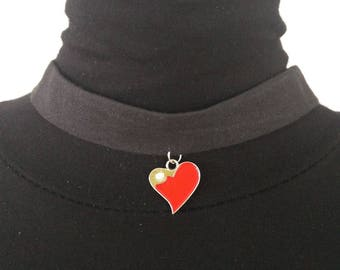 the Choker necklace in black linen and red heart