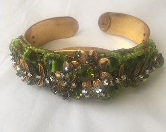 Wonderful Miriam Haskell hand wired Green beaded and Rhondelle bracelet from 1940/50s. Signed