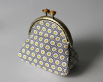 Retro purse graphic black, white and yellow