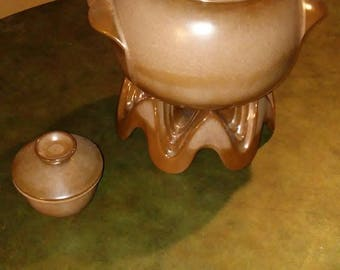 Rare Frankoma art deco beapot centerpiece set with trivet and warmer