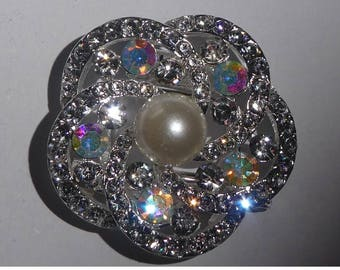 Brooch. Scarf or sweater clip Round with Faux pearl and sparkly rhinestones