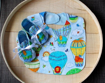 Hot Air Balloon Zoo Animals Print Infant Bib and Crib Shoes Set