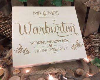 Rustic wedding gift / Wedding memory box / Wedding gift  / Wooden keepsake box / personalised wedding box / personalized wedding memory box