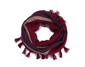 Circular scarf woven with fringe