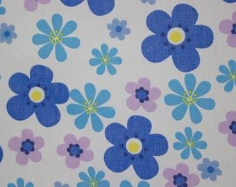 vintage 1960s graphic floral print lightweight cotton fabric length