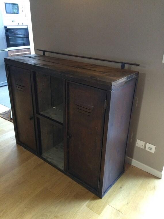 meuble industriel acier et bois brut de type vestiaire. Black Bedroom Furniture Sets. Home Design Ideas