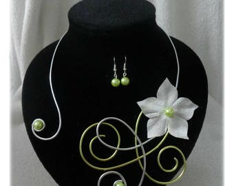 Necklace + earrings anise green with ivory flower