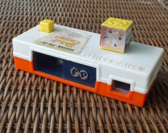 Vintage Fisher Price Pocket Camera, 1970s Toy, 1970s Fisher Price Camera, A Trip to the Zoo, Camera Slide Show, Picture Camera, Vintage Toy