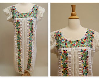 Vintage 70's White Mexican Peasant Dress ⎮ Oaxacan Boho Hippie Gypsy ⎮ Midi Embroidered Ethnic Cotton Dress