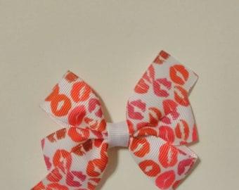 Kiss hair bow, Valentine's hair bows, baby hair bows, pink and red hair bows, lips hair bow, Valentine hair bow, Valentine kisses, lip stick
