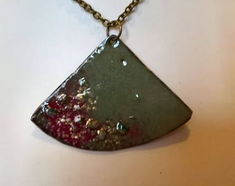 pendant necklace seedbeads celadon green and red with green and gold inlaid crystals