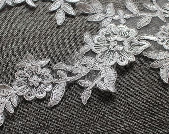 1 pair Bridal Lace Applique Flower Trim Appliques in Off White for Weddings,   Sashes, Veils, Headpieces, WL1497