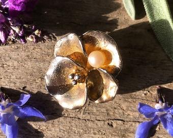 Flower brooch / vintage brooch / pin brooch / vintage jewellery / small brooch / gold brooch