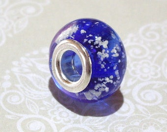 Blue and white pattern glass bead
