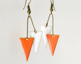 Graphics and original earrings enamel two triangles inverted bifaces orange Tangerine and white spring summer