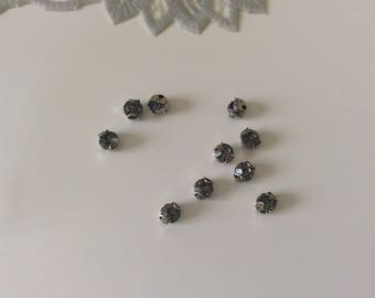Set of 10 rhinestones set in crital has 3 4 mm tooth