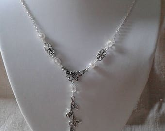 """Silver flower and branch"" necklace"