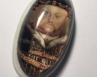 Unique 1950s Henry VIII Lucite Brooch - Large - a variation on a traditional cameo