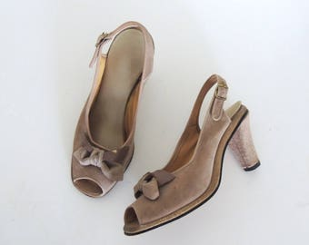 Vintage 1940s gray suede slingback heels   40s peep toe platform heels   40s pumps   taupe gray leather shoes with bow detail   5.5
