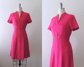 Vintage 1960s hot pink linen scooter dress with gold chain waist detail | 60s mod scooter dress | short sleeve shift | fit and flare | S