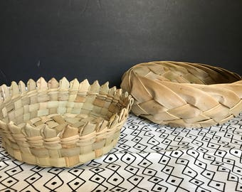 Set of 2 leaf baskets