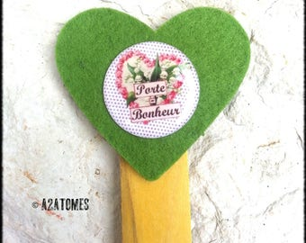 "Bookmark ""lucky"" green felt heart amount of recycled wood"