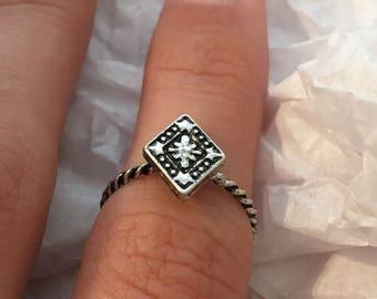 Diamond shape statement ring (Small)