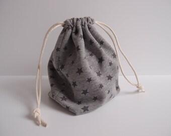 Pochon gris à étoiles en tissu molleton (sweat) - pochon à jouet - sac projet tricot encours - sac à gouter